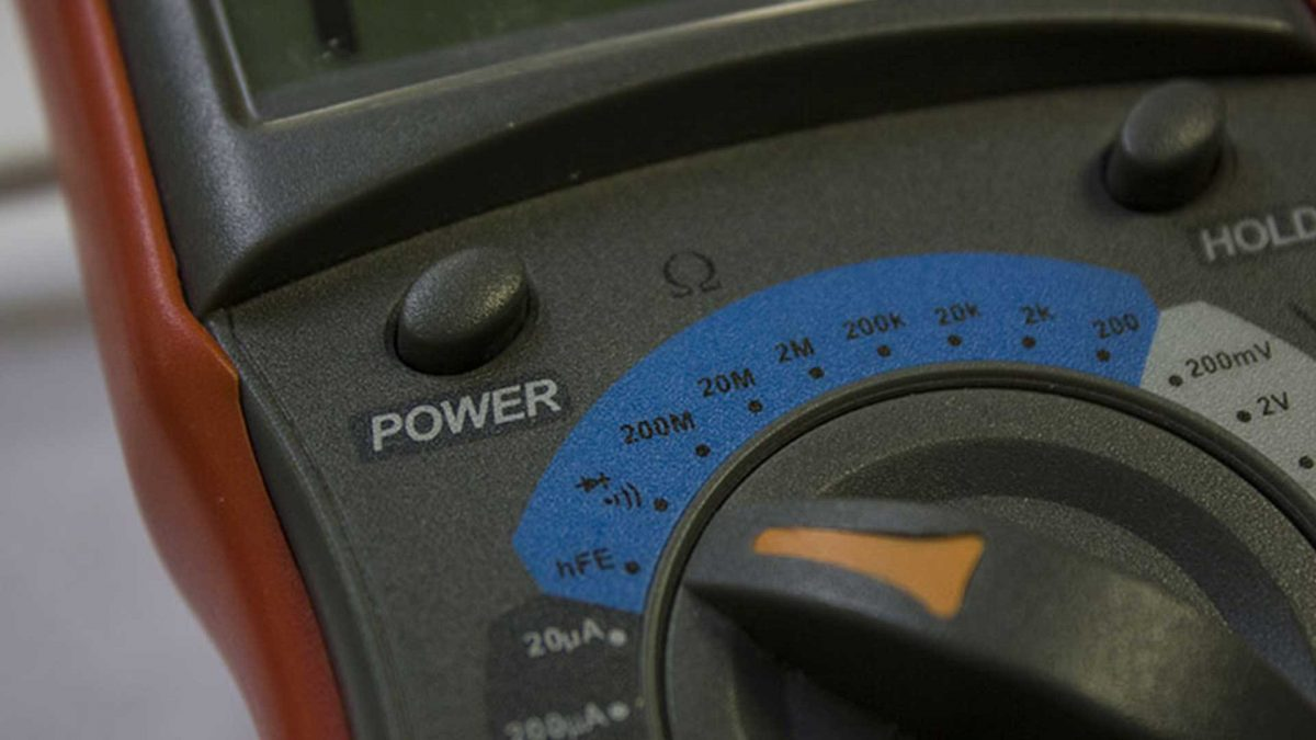 GLLS-Ringing-Out-Pins-And-Testing-Resistance-With-A-Multimeter
